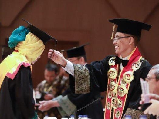 Wisuda ke-31 UPB Tonjolkan Prestasi Para Alumni