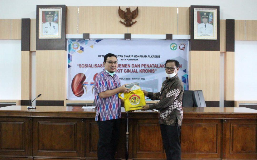 Rektor Purwanto Serahkan Bantuan APD ke Tenaga Medis RSUD Kota Pontianak