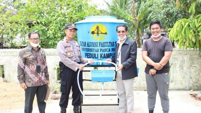 IAFT UPB Sumbang Masker dan Tempat Cuci Tangan ke Polsek Barat