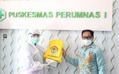 Bantu Tenaga Medis, UPB Sumbang Masker Kepada Puskesmas di Pontianak Barat